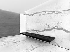 mármore e banco de couro em hall