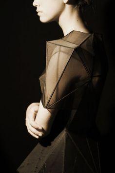 by boy kortekaas 2009 コ mode robe design geometric fashion dress Geometric Fashion, 3d Fashion, Look Fashion, Fashion Details, Fashion Dresses, Crazy Fashion, Cubism Fashion, Origami Fashion, Runway Fashion
