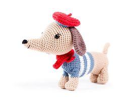 Manu the dachshund - Zoomigurumi 6 - Amigurumipatterns.net - design by Little Aqua Girl