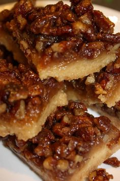 Pecan Pie Squares are a chewy, flavourful dessert square that will be a perfect addition to your holiday dessert tray. This gluten free version will surprise your guests that are able to consume a regular diet. Gluten Free Bars, Gluten Free Deserts, Foods With Gluten, Vegan Gluten Free, Gluten Free Pecan Pie Bars Recipe, Gluten Free Cobbler, Dairy Free, Gluten Free Brownies, Vegan Recipes Easy