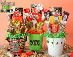 Easy Candy Bouquets Ive got simple step by step instructions for putting together fun and festive candy bouquets. Weve been Boo-ing our neighbors with them! Last Minute Halloween Treats! Halloween Gift Baskets, Halloween Goodies, Halloween Gifts, Halloween Candy, Holidays Halloween, Happy Halloween, Halloween Decorations, Halloween Stuff, Halloween Designs