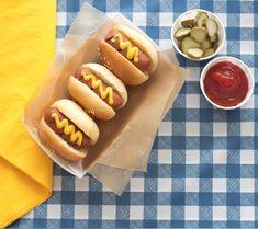 CIRCUS THEME: mini hotdogs --10 Modern Ideas for a Circus-themed 1st Birthday Party | Disney Baby