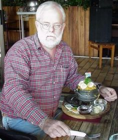Potjie recipes: This is me, enjoying a curry potjie-for-one at the Train Restaurant in Sabie! Have your own potjie mear when you pass through Sabie next time! Braai Recipes, Barbecue Recipes, Cooking Recipes, Savoury Recipes, Soup Recipes, South African Recipes, Asian Recipes, Asian Foods, Beef With Mushroom