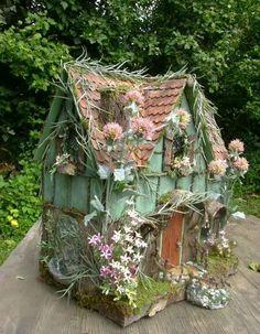 The Fantasy Forest: The Sage Fairy House ~ Julie McLaughlin Fairy Crafts, Garden Crafts, Garden Ideas, Decoration Evenementielle, Fairy Village, Fairy Furniture, Fairy Garden Houses, Gnome Garden, Fairy Doors