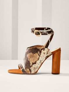 Fall Winter 2017 Women´s LIMITED EDITION ANIMAL PRINT LEATHER SANDALS at Massimo Dutti for 195. Effortless elegance!