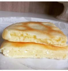 Pão de queijo de frigideira. 4colheres de farinha de tapioca 1colher de requeijão light 1 ovo Misture tudo muito bem Coque na frigideira e quando ficar descolado vire e deixe dourar. BOM DEMAIS!!!