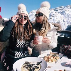 Probably the best lunch ever 🍝😏❄️🗻 Snowboard 🏂 Photo Ski, Mode Au Ski, Snow Pictures, Ski Vacation, Ski Season, Winter Mode, Ski Fashion, Winter Pictures, Foto Pose