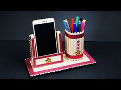 Diy pen stand and mobile phone holder with icecream sticks icecream stick craft Diy Crafts Hacks, Craft Projects For Kids, Diy For Kids, Jute Crafts, Paper Crafts, Diy Popsicle Stick Crafts, Pot A Crayon, Diy Letters, Art N Craft
