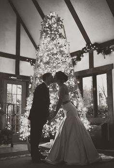Take a look at the best winter wedding photography in the photos below and get ideas for your wedding! Winter Wedding Ideas – Rings in the Snow – Click pic for 25 DIY Wedding Decorations Christmas Wedding Pictures, Wedding Pics, Wedding Bells, Wedding Ideas, Christmas Wedding Dresses, Christmas Wedding Favors, Christmas Proposal, Wedding Fun, Wedding Outfits