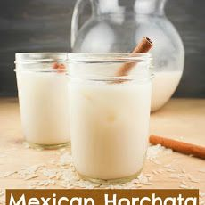 Yummy Healthy Easy: Mexican Horchata ~ Delicious Rice & Cinnamon Drink My dad had this in Honduras and loved it, and then I made some for my Spanish class! So yummy! Horchata Drink, Mexican Horchata, Milk Shakes, Refreshing Drinks, Summer Drinks, Hot Wassail Recipe, Cinnamon Drink, Non Alcoholic Cocktails, Recipes