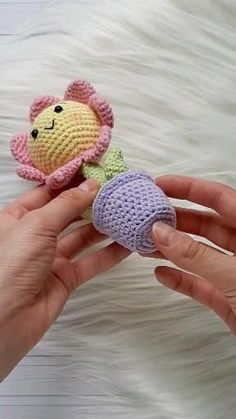 Easy Amigurumi Pattern, Crochet Doll Pattern, Crochet Dolls, Pattern Flower, Tutorial Crochet, Doll Tutorial, Crochet Animal Patterns, Crochet Blanket Patterns, Crochet Stitches