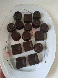σπιτικά-σοκολατακια-χωρίς-ζάχαρη Healthy Desserts, Kai, Candy, Cookies, Chocolate, Food, Health Desserts, Crack Crackers, Biscuits