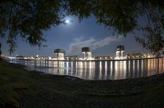 Köln im Mondschein – Fisheye Fotos | Zollhafen und Kranhäuser bei Vollmond (Nikon Fisheye 10,5 mm)