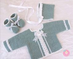 This Pin was discovered by Mon Baby Kimono, Knitted Baby Cardigan, Handmade Baby Clothes, Baby Vest, Sweater Knitting Patterns, Little Girl Outfits, Knitted Dolls, Baby Sweaters, Classic Outfits