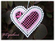 hart in kloswerk Bobbin Lacemaking, Types Of Lace, Bobbin Lace Patterns, Lace Heart, Weaving Art, Tatting, Art Projects, My Design, Crochet Earrings
