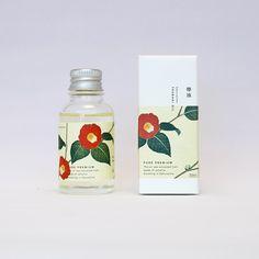 コールドプレス製法で製造した純粋で貴重なオイルです。従来の椿油の持つ独特の色やにおいを和らげ、粘性を下げる事でお肌へのなじみが増した、潤いのあるスキンケアが可能な商品です。 Bottle Packaging, Brand Packaging, Tea Packaging, Skincare Packaging, Cosmetic Packaging, Japanese Packaging, Cosmetic Design, Bottle Design, Packaging Design Inspiration