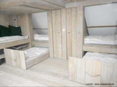 sleeping loft with space for 8 kids or adults in very cozy bed Bunk Rooms, Attic Rooms, Attic Spaces, Small Spaces, Attic Bathroom, Childrens Bunk Beds, Attic Bed, Wooden Bunk Beds, Pull Out Bed