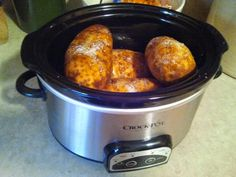 Ok, don't laugh at me, but, I had no idea you could make baked potatoes in the crock pot! I was just browsing though some recipe ideas on Pi...