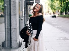 Eirin Kristiansen is only 21 years old and she's already released a best-selling book based on the success of her book. Here are her tips. Short Story Writing Tips, Blog Writing Tips, Book Proposal, How To Be Likeable, Lifestyle Blog, Career, Product Launch, Glamour, Chic