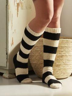 Tasapaino, neulotut raidalliset polvisukat Knitting Projects, Knitting Patterns, Woolen Craft, Woolen Socks, Comfy Socks, Striped Socks, Knit Picks, Knee Socks, Sock Yarn