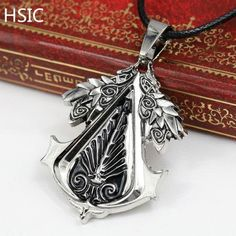 Fine or Fashion: Fashion Item Type: Necklaces Pendant Size: 3.5*3.5 cm Style: Vintage Necklace Type: Pendant Necklaces Gender: Men Material: Rhinestone Chain Type: Rope Chain Length: 50cm Metals Type: