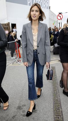 Main babe Alexa Chung nails the boyfriend blazer and cropped jeans at the Erdem LFW SS16 show