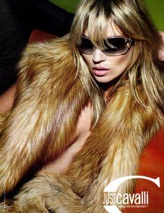 Pese a la belleza de esta imagen y de la modelo, la piel de los animales no debería ser un negocio.  Kate Moss/Cavalli