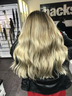 #freshcut  #freelights #fashion #smartbond #ombre #saçkesimi #haircut #ombreankara  #kadın  #kuaför #kırma #brushlight #bejkumral #bebeksarısı #bebekkumralı #sombre #sokakmodası #ankaramoda #ankaraombre #ankaradamoda  #pigmentasyon #iceblonde  #midlength  #gelinsaçı #transformation  #dilaveravsarsarısı  #lobhaircut #lobhair #hair #wedding