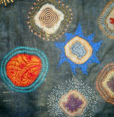 stitching on circles travellers blanket by Dijanne Cevaal