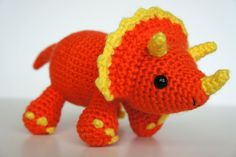 This 14 page PDF pattern contains detailed instruction on how to crochet the Christina's Yarn Crafts amigurumi triceratops. Crochet Crafts, Yarn Crafts, Crochet Toys, Crochet Projects, Crochet Ideas, Crochet Dinosaur Patterns, Crochet Patterns Amigurumi, Local Craft Fairs, Kawaii