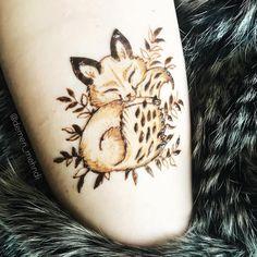 Мир, труд, май, друзья! С тёплыми деньками выхожу из зимней спячки и начинаю новый сезон мехенди! 💪🏻 и начался он с этого милейшего лисёнка… Tattoo Henna, Henna Tattoo Designs, Henna Mehndi, Hand Henna, Mehendi, Latest Bridal Mehndi Designs, Mehndi Designs Book, Henna Designs Easy, Henna Inspired Tattoos