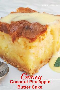 Moist delicious cake and no need for frosting. Easy cake starting with a cake mix and with cream cheese too! Moist delicious cake and no need for frosting. Easy cake starting with a cake mix and with cream cheese too! Winter Desserts, Great Desserts, Köstliche Desserts, Delicious Desserts, Dessert Recipes, Dessert Party, Bon Dessert, Slow Cooker Desserts, Slow Cooker Bread