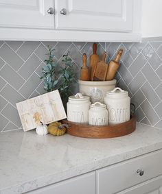 What a cute kitchen styling! What a cute kitchen styling! What a cute kitchen styling! Home Decor Kitchen, Home Kitchens, Diy Home Decor, Kitchen Ideas, Kitchen Countertop Decor, White Kitchen Decor, Apartment Kitchen, Kitchen Staging, Kitchen Vignettes