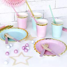 Kinderfeestje met accessoires en feestartikelen van HIEPPP l Girlslabel Pastell Party, Pastel Party Decorations, Party Tableware, Pretty Pastel, Birthday Parties, Balloons, Light Blue, Pink, Birthday