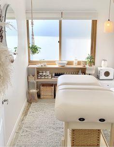 Massage Room Decor, Spa Room Decor, Beauty Room Decor, Massage Room Design, Home Spa Room, Spa Rooms, Spa Room Ideas Estheticians, Schönheitssalon Design, Esthetics Room