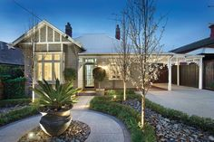 Property data for 21 White Street, Glen Iris, Vic Get sold price history for this house & median property prices for Glen Iris, Vic 3146 Facade Design, Exterior Design, House Design, Weatherboard House, Bungalow Renovation, Front Gardens, Edwardian House, Facade House, House Facades