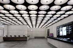 Inside Met Breuer Museum, NYC's Newest Cultural Landmark Space Architecture, Sustainable Architecture, Museums In Nyc, Open Ceiling, Luxury Office, Museum Shop, Art Museum, Art Deco, Function Room