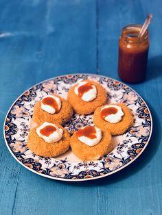Papanași fierți cu brânză dulce, smântână și dulceață – Chef Nicolaie Tomescu Peach, Candy, Food, Essen, Peaches, Meals, Sweets, Candy Bars, Yemek