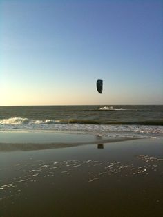 Beach Den Helder, kite surfing