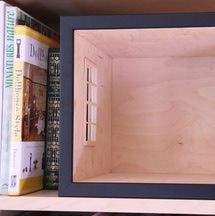 Instructions for easy build roomboxes for miniature and dolls house displays, with links to photo galleries of roomboxes and tips on display plannng.