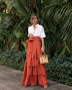 Johanna Ortiz linen maxi skirt by Stephanie Hill - The Style Bungalow Informations About August 2 Classy Outfits, Chic Outfits, Summer Outfits, Fashion Outfits, Fashion Tips, Fashion Hacks, Boho Fashion, High Fashion, Autumn Fashion