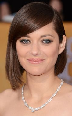 The gorgeous actress looked radiant on the red carpet with her edgy yet elegant asymmetrical bob.