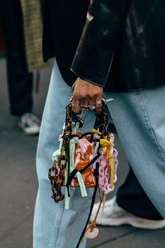 Paris Fashion Week Street Style Breaks All the Rules, So Outfits Just Got a Lot More Fun - Daily Fashion Milan Fashion Weeks, Paris Fashion, Fashion Bags, Autumn Fashion, Fashion Accessories, High Fashion, Fashion Outfits, Fashion Trends, Fashion Spring