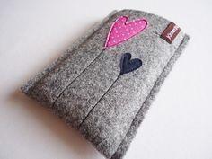 Handytasche/Smartphonetasche aus Wollfilz.  Diese robuste Handytasche schützt dein Handy vor Kratzern & Schmutz und ist ein echter Hingucker!  Passend für das Samsung Galaxy S 6 edge und Handys...
