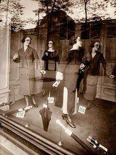 Mannequin, 1925 - Eugène Atget