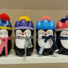Cute penguins made out of bottle bottoms Soda Bottle Crafts, Plastic Bottle Crafts, Diy Bottle, Fall Crafts, Christmas Crafts, Diy And Crafts, Crafts For Kids, Arts And Crafts, Plastic Bottle House