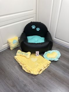 Bed Measurements, Dog Car Seats, Cozy Bed, Pet Names, Dog Harness, Black N Yellow, Pets, Traveling, Space