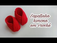 There are many baby slippers designs, but it is easiest and beautiful baby slippers to fold. Crochet it or knit it – it doesn't matter that much. Crochet Baby Shoes, Crochet Baby Booties, Crochet Clothes, Crochet Bebe, Love Crochet, Easy Crochet, Baby Knitting Patterns, Crochet Patterns, Baby Slippers