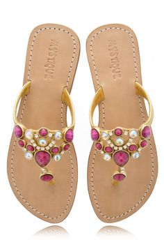 Mystique fuchsia jeweled sandals Pretty Sandals, Green Sandals, Cute Sandals, Pretty Shoes, Beautiful Shoes, Flip Flop Sandals, Shoes Sandals, Toe Shoes, Mystique Sandals
