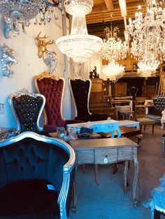 Kingchairs Thronsessel Barocksessel & Polstermöbel Dining Table, Furniture, Home Decor, Antique Furniture, Sculptures, Decoration Home, Room Decor, Dinner Table, Home Furnishings